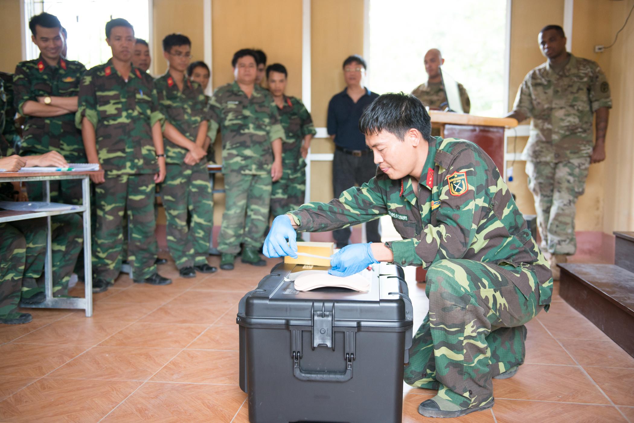 Vietnam, US cooperate to enhance humanitarian demining capabilities