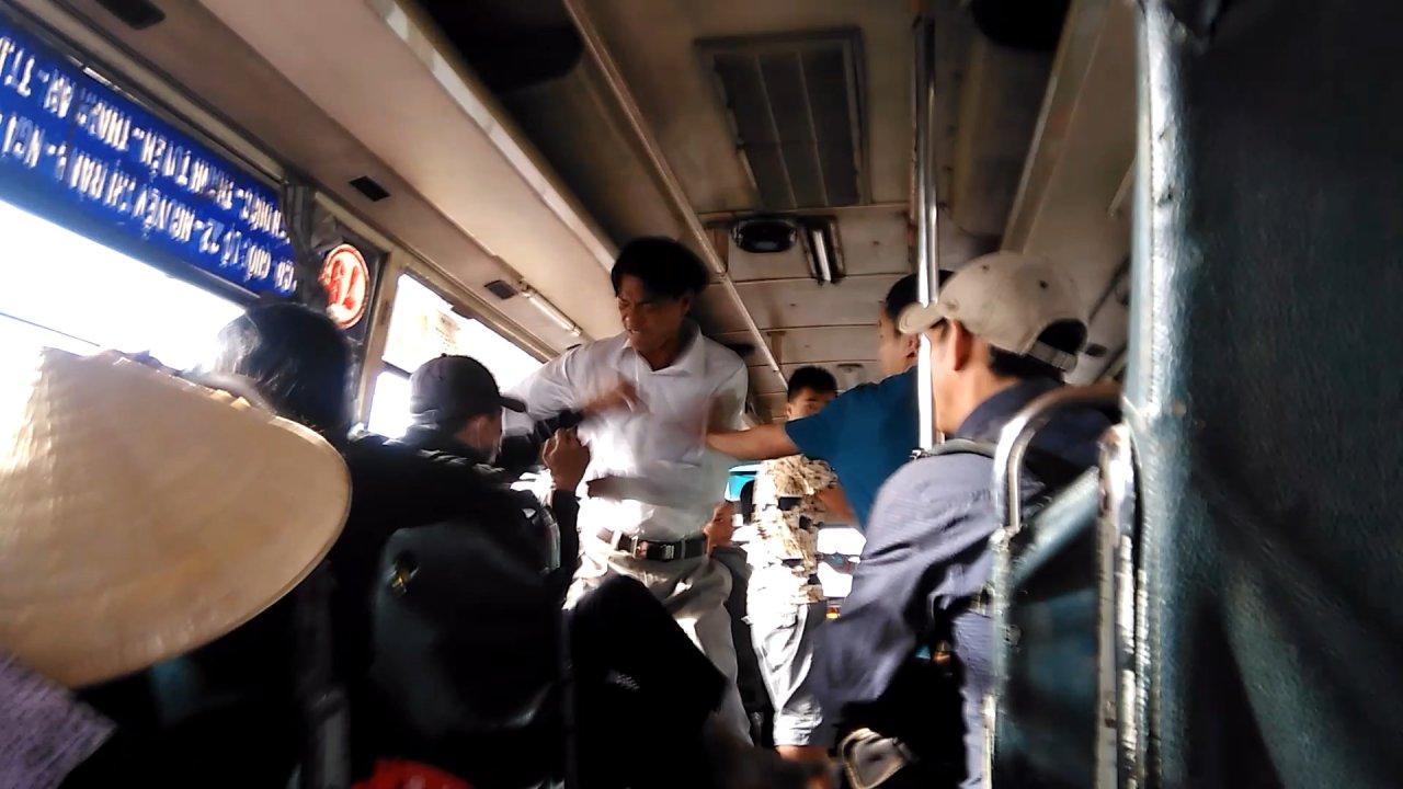 Thugs rob, assault bus passengers in southern Vietnam