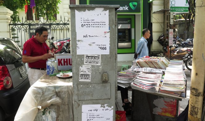 Vietnamese risk lives making living near power substation (photos)
