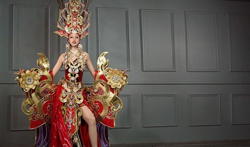 Is the national costume of Vietnam's beauty at Miss Supranational national enough?