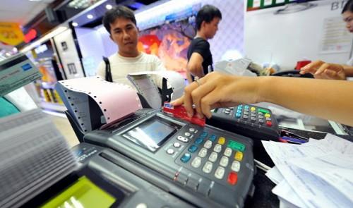 Banks in Vietnam required to refund money stolen from ATM cards within 5 days
