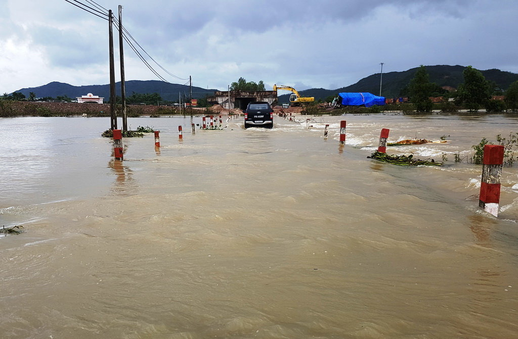 Vietnam's central provinces plagued by new wave of flooding