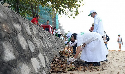 Ecotourism: Beach-cleaning tours on Vietnam's Phu Quoc Island