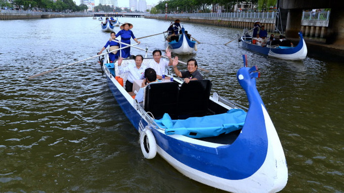Visitors given code of conduct while locals throw rocks at tourist boats on Saigon canal