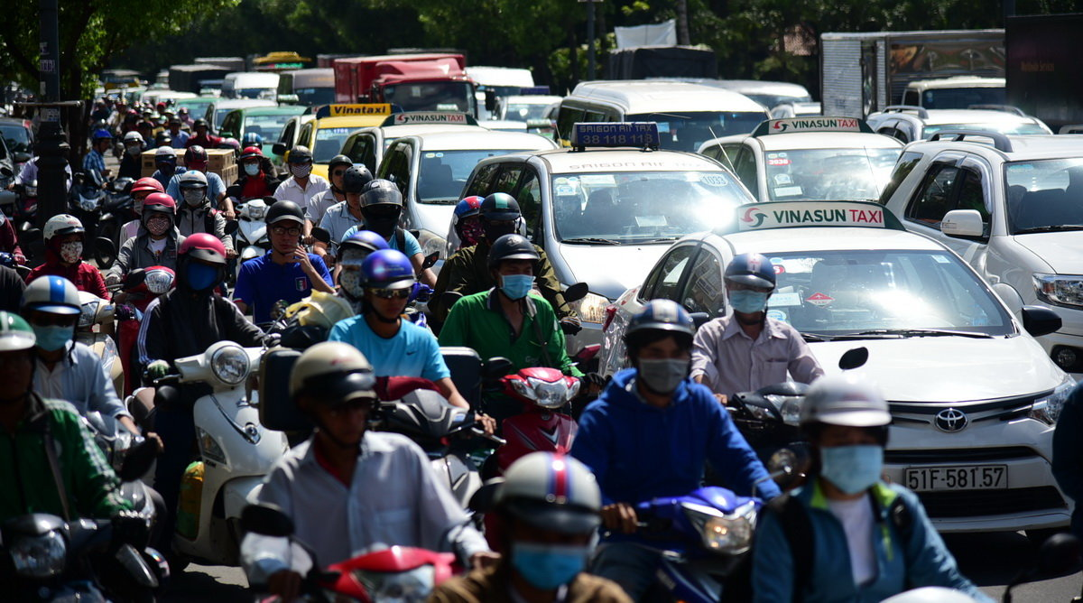 Gridlock at entrance to Ho Chi Minh City airport