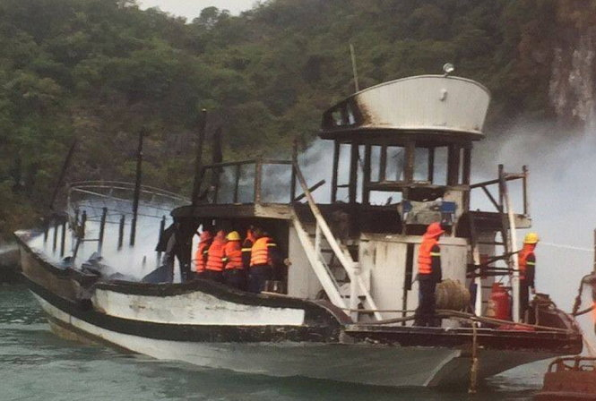 14 foreigners rescued as boat catches fire in Ha Long Bay, again