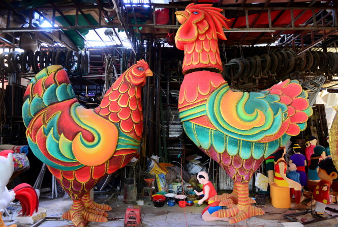 Giant rooster to be featured on Ho Chi Minh City's iconic flower street