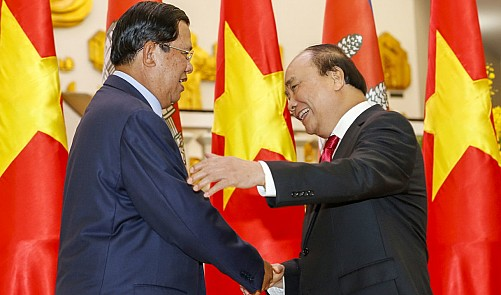 Cambodian PM vows consolidated ties on Vietnam visit