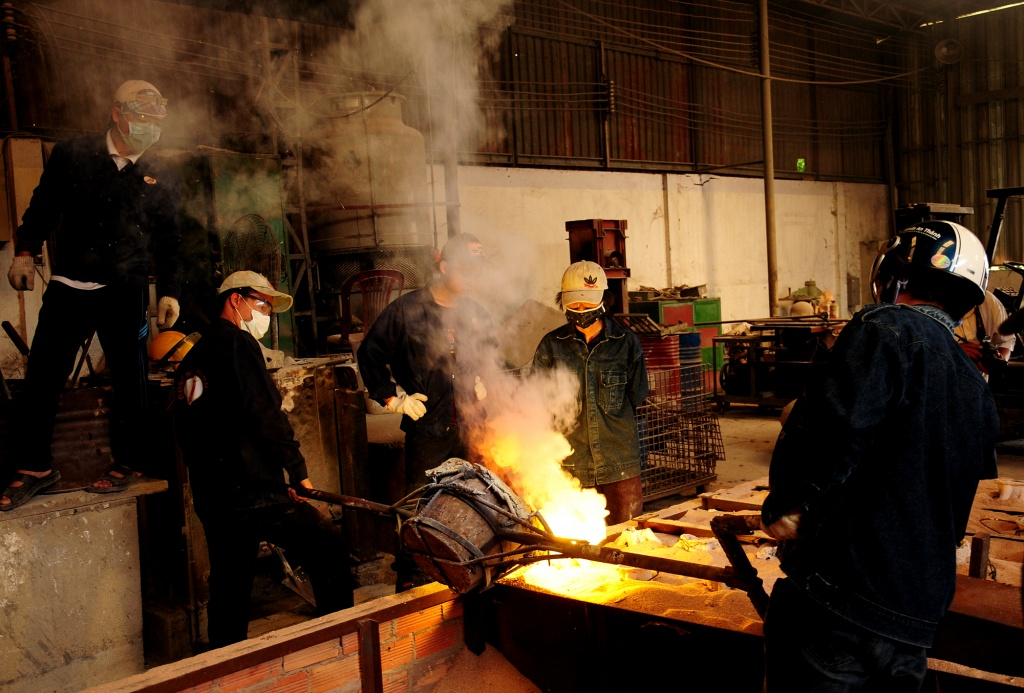 Visiting a traditional bronze casting workshop in central Vietnam