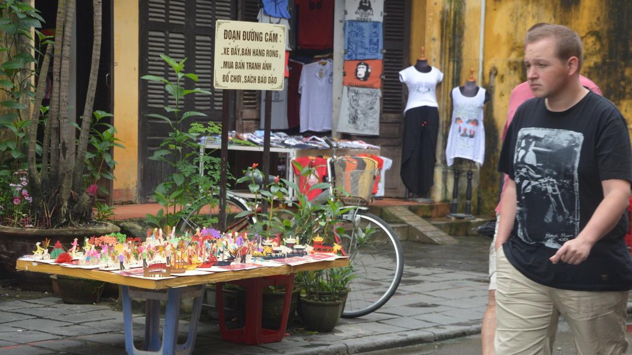 Vietnamese authorities to reorganize street vending activities in Hoi An