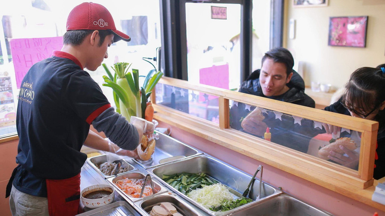 Brothers fill Japanese stomachs with delicious Vietnamese 'banh mi'