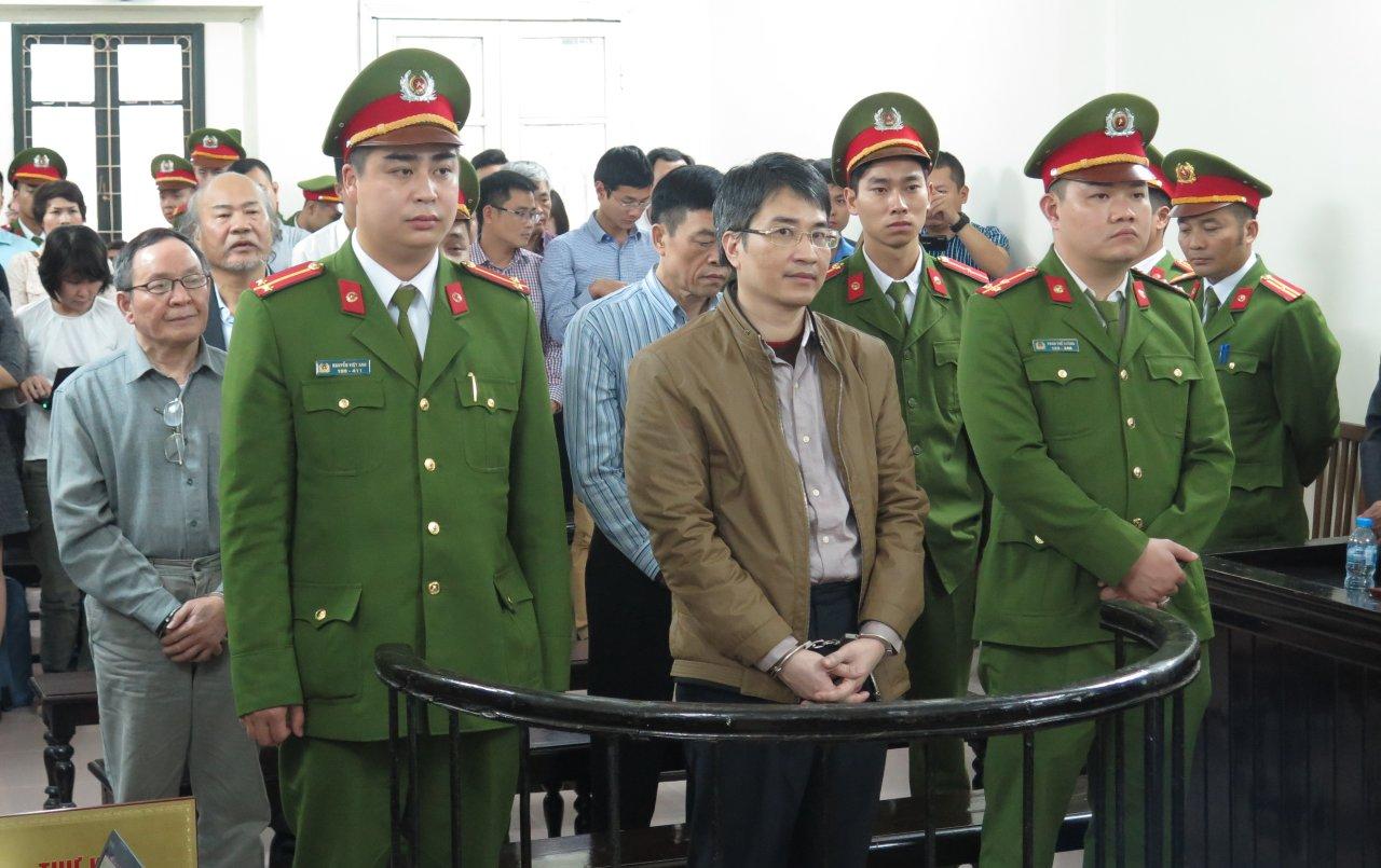 Vietnam shipbuilder's ex-officials condemned to death for corruption