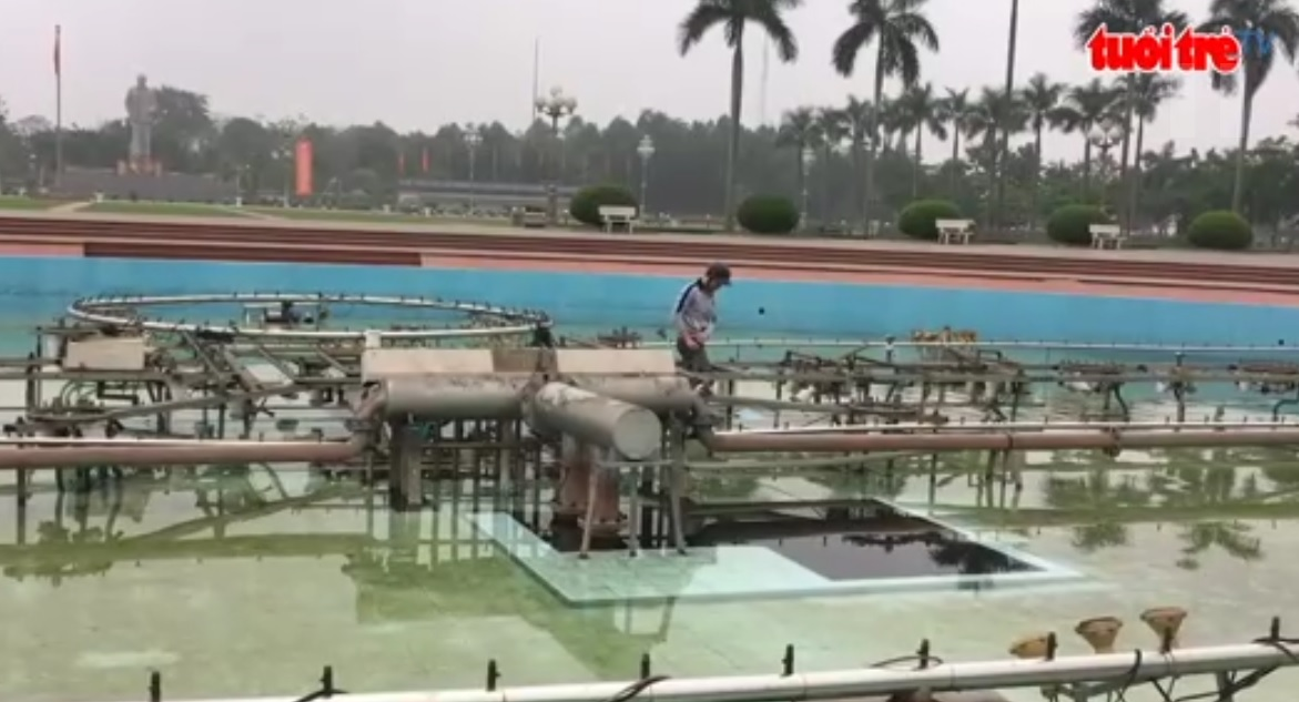 Broken fountain on Ho Chi Minh Square left neglected