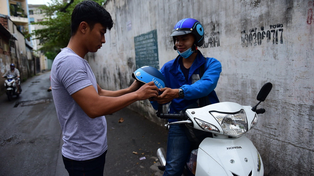 In Vietnam, Uber drivers whine about firm's unfair division of revenue