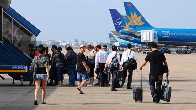 Chinese thief caught red-handed on Vietnamese flight, again