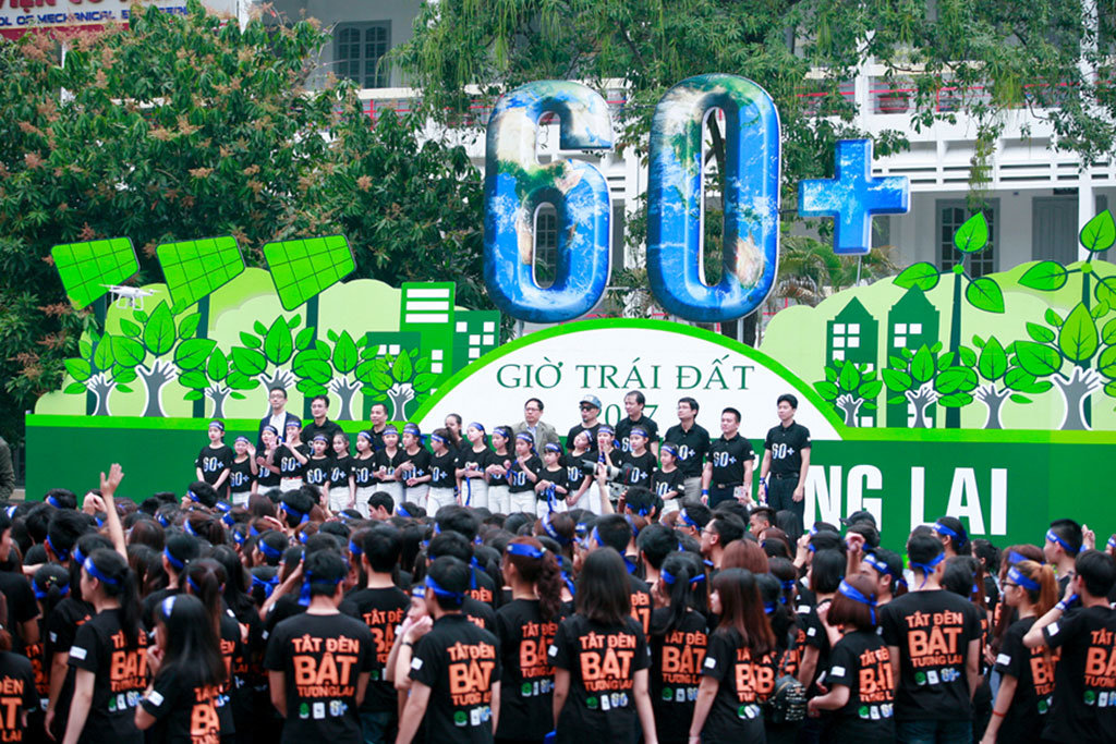 Hanoi youths take part in 2017 Earth Hour campaign