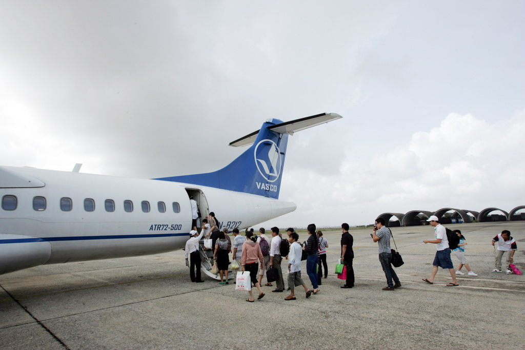Vietnamese flyer fined for opening emergency exit