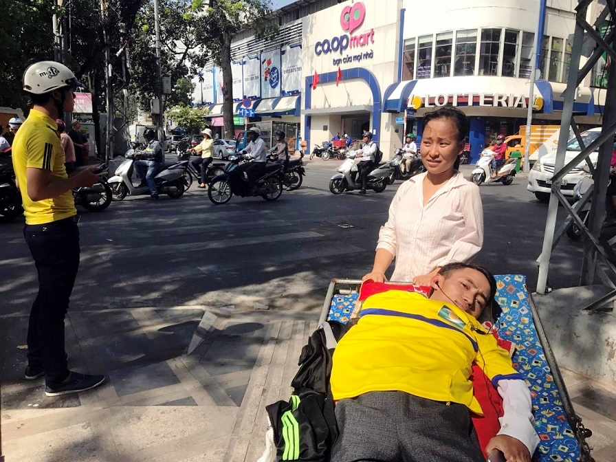 This Vietnamese supporter never gives up football zeal despite disability