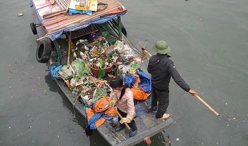 Two tons of trash collected from Ha Long Bay's shores daily