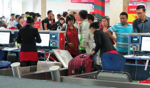 Vietnam's aviation watchdog mulls service fee hikes
