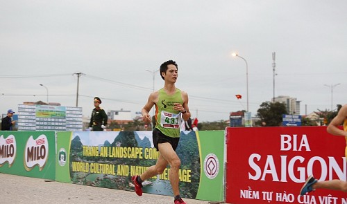 Amateur Vietnamese marathoners run for health but gain considerable achievements
