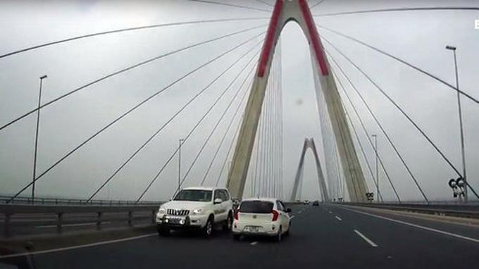 Health ministry car filmed speeding in wrong direction on Hanoi expressway