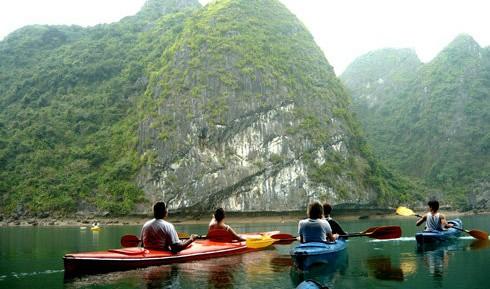 Kayak tours banned in Ha Long Bay