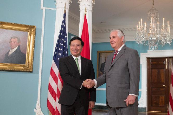 President Trump invites Vietnam PM to visit US