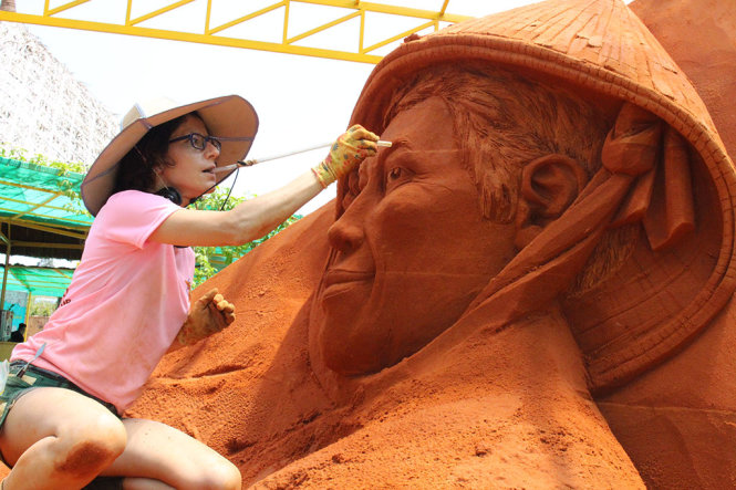 Int'l sand sculpture championship runs for first time in Vietnam