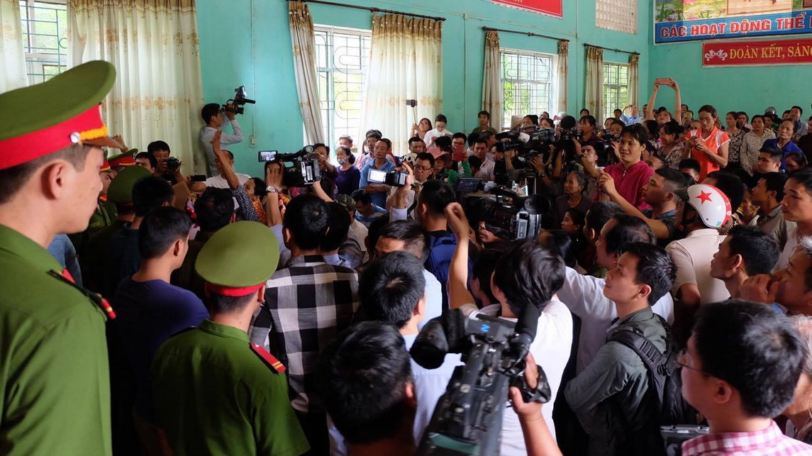 Victim's family cause chaos at public apology for wrongfully convicted man in Hanoi