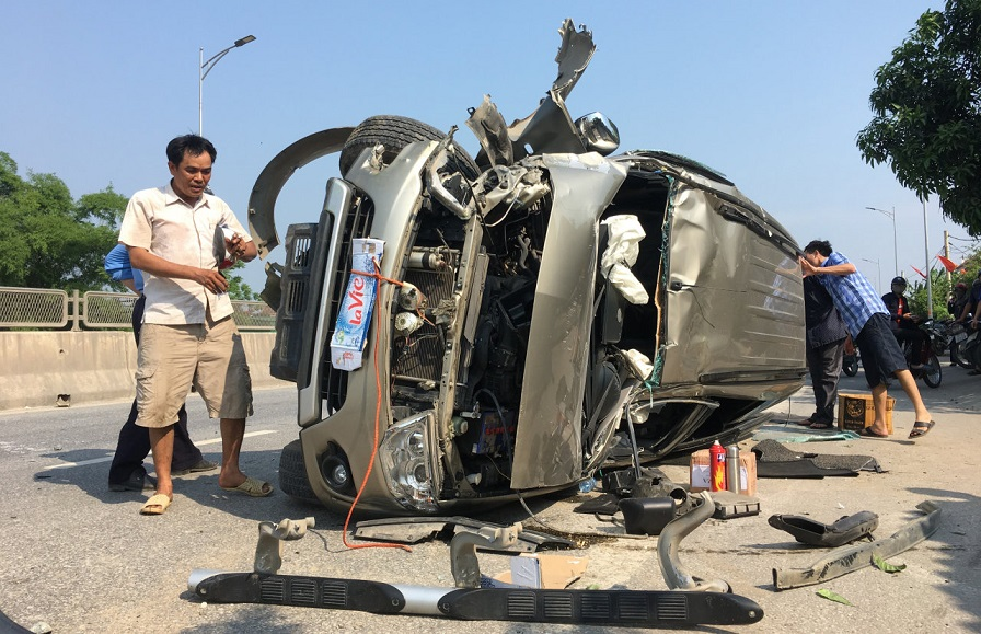 Vietnam's road toll hits 98 across public holiday weekend