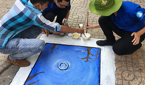 Ho Chi Minh City youths give manhole covers a makeover