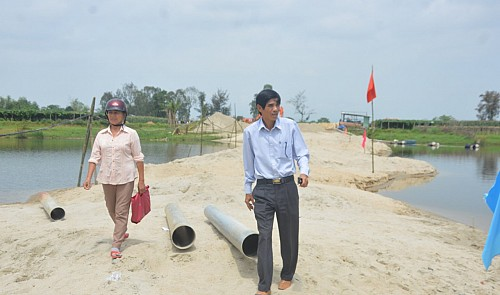 Villagers contribute land for bridge construction in central Vietnam