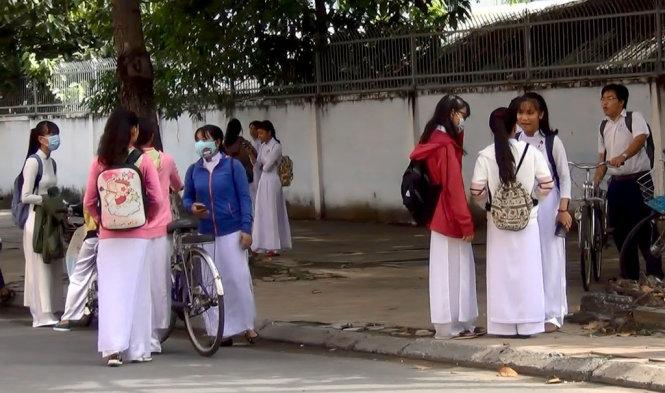 Vietnam teacher leaks test questions to neighbor as 'return of favor'