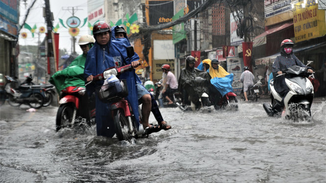 Saigon submerged following torrential rain for 2nd time this week