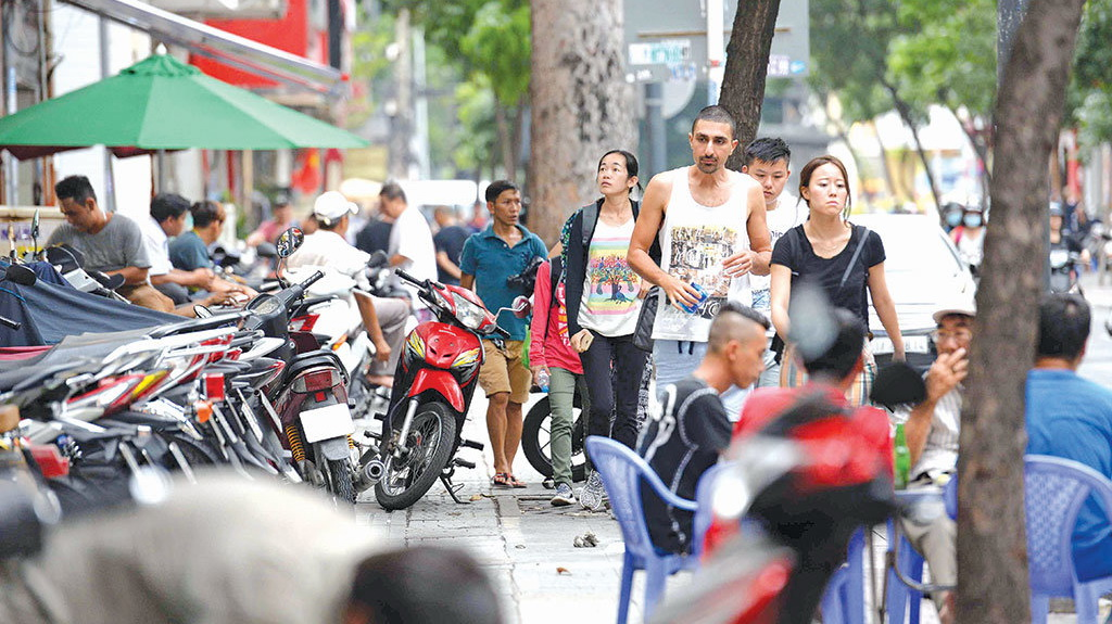 Doan Ngoc Hai barred from leading campaign; disorder returns to Saigon sidewalks