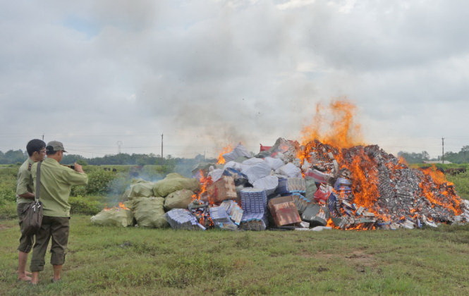 Vietnam wrestles with contraband cigarettes