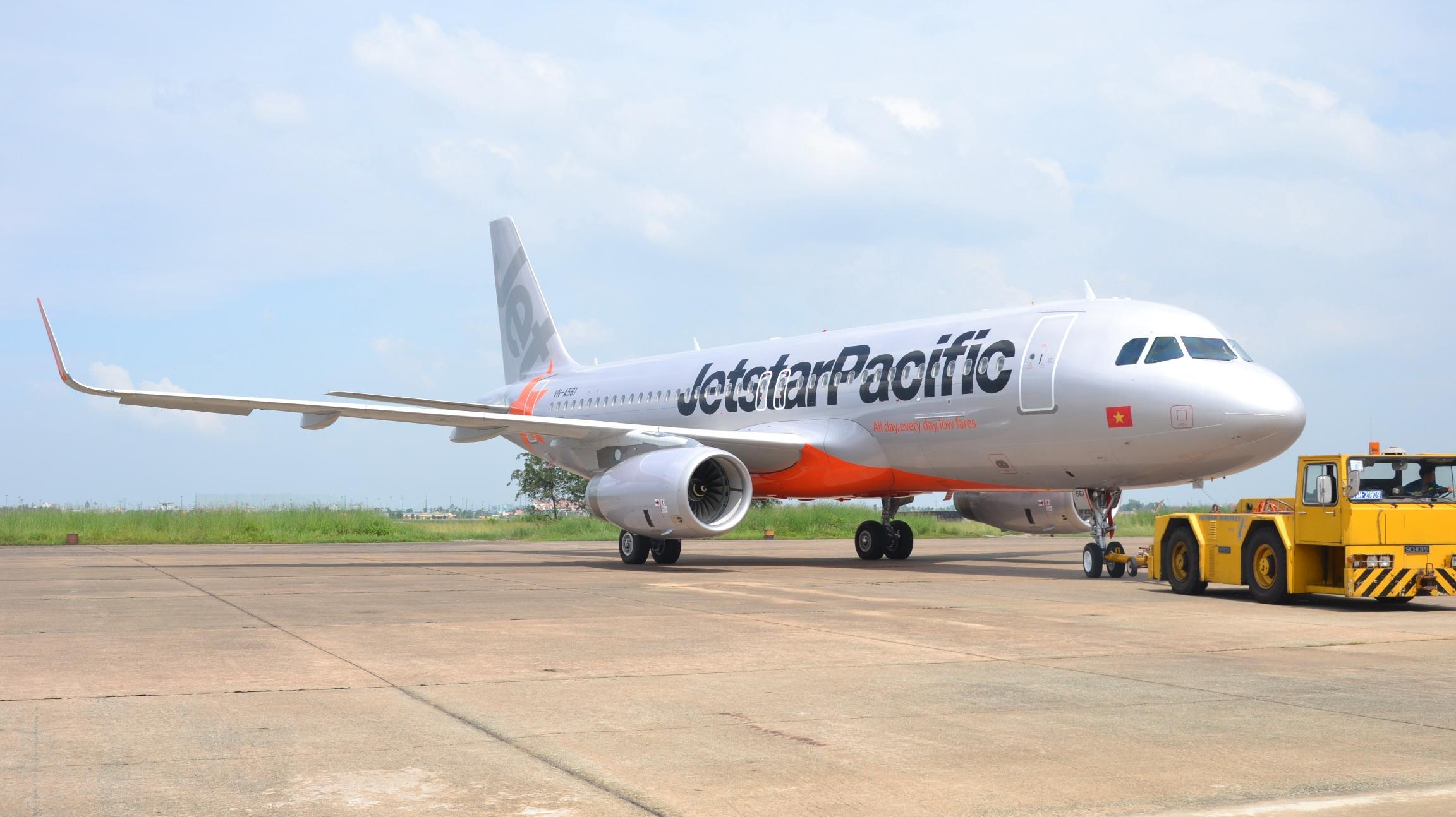Vietnam's Jetstar bans in-flight use of power banks