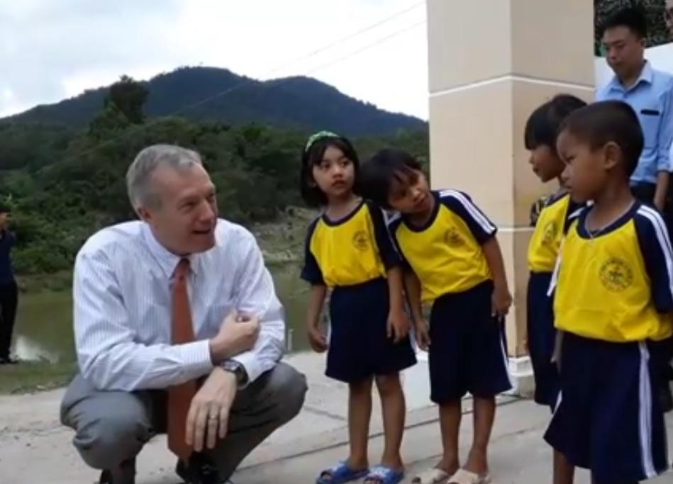 US Ambassador to Vietnam visits kindergarten in Khanh Hoa Province