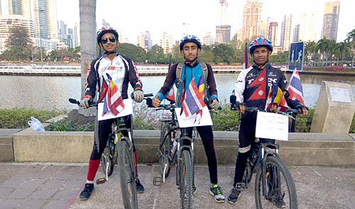 Three Nepali cyclists on green tour arrive in Ho Chi Minh City
