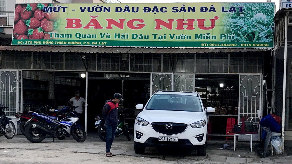 Buyer beaten for returning bottle of juice in Vietnam's Da Lat
