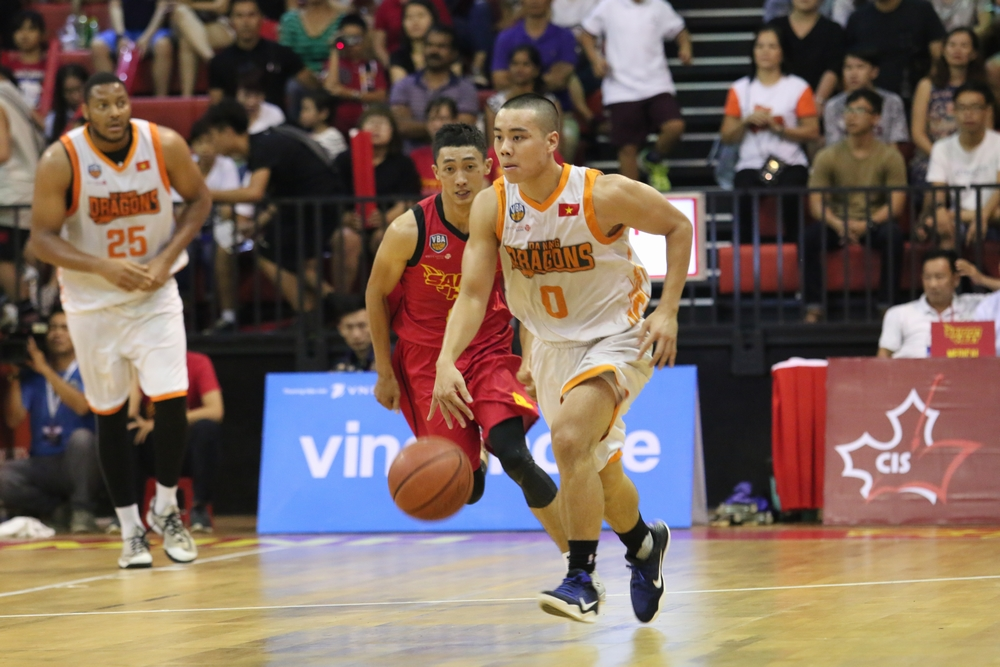 'Viet Kieu' basketball players find opportunity in homeland championship