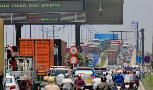 Drivers bemoan confusing toll booth rules in Ho Chi Minh City