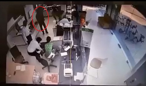 Masked man, allegedly armed, robs bank of $100k in southern Vietnam