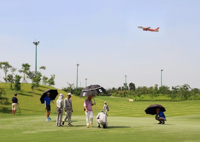 Inside the golf course hindering overloaded Tan Son Nhat airport's expansion