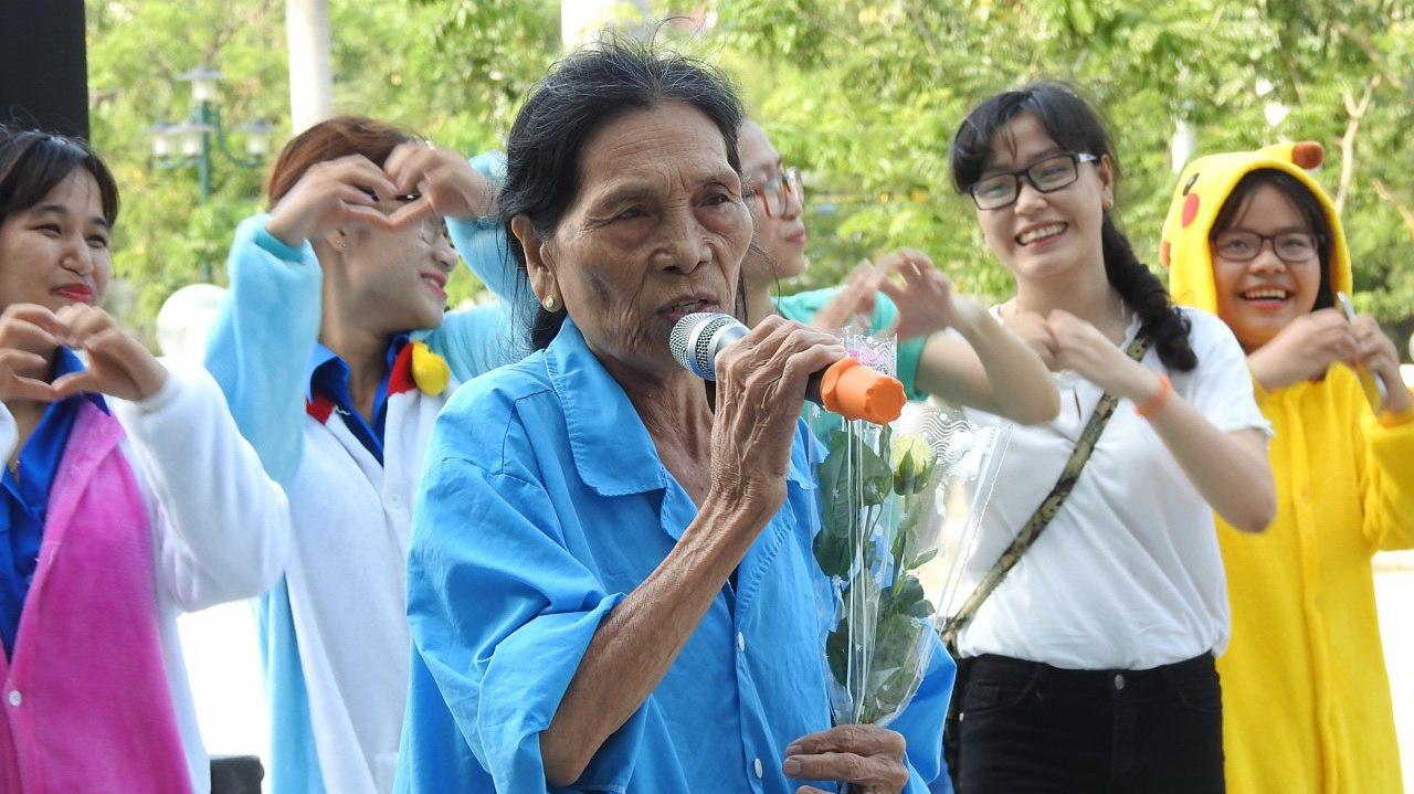 Singing lifts spirits of hospital-bound cancer patients in Da Nang