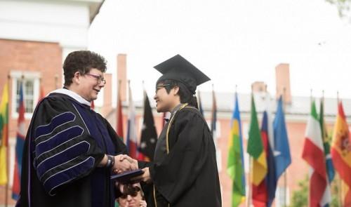Vietnamese graduate rejects Harvard Phd scholarship