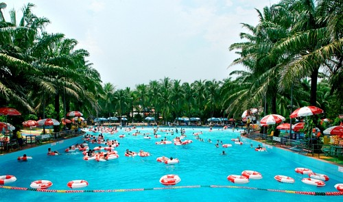 Saigon water park management apologizes for sensual dance in kids' presence