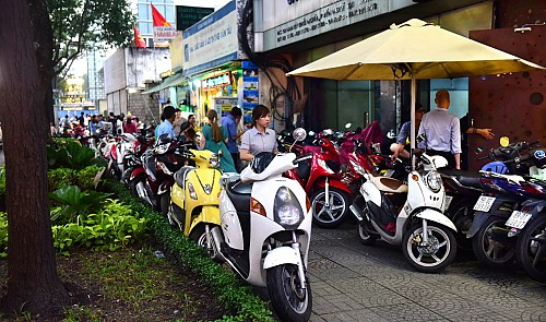 Ho Chi Minh City grapples with street vendors in 'sidewalk clearing' drive
