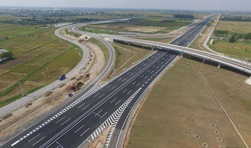 Vietnamese ministers grilled over expressway costs at legislative Q&A